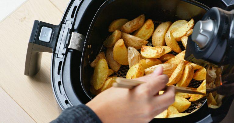 Friggitrice ad aria con patate al forno
