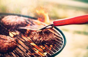 carne grigliata sul fuoco