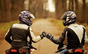 coppia in moto